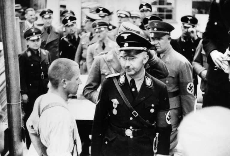 Надежная правая рука Гитлера и глава СС Генрих Гиммлер - `` верный Генрих ''