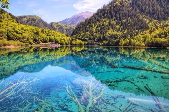 разноцветное озеро китай